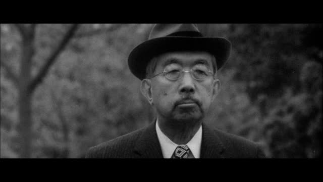 emperor showa strolling around the fukiage palace gardens/the emperor planting seedlings in a paddy/imperial family at fukiage palace /the emperor... - kaiser hirohito von japan stock-videos und b-roll-filmmaterial
