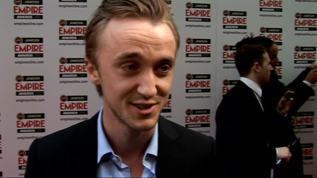 celebrity arrivals / winner's room interviews tom felton interview sot on harry potter nomination / favourite film of the season inception kings... - gymnastikanzug stock-videos und b-roll-filmmaterial