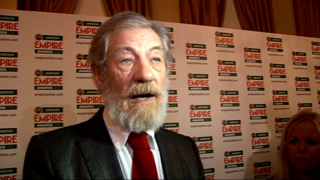 vídeos y material grabado en eventos de stock de empire film awards in london; mckellen interview sot - on winning the award / on 'the hobbit' and what's coming up / on the coronation street musical... - telenovela