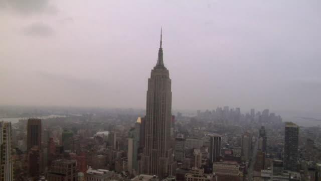 HA WS ZI Empire State Building against foggy sky/ New York, NY