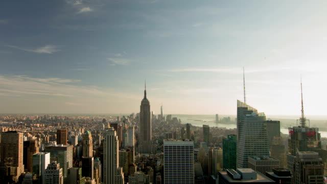 vídeos y material grabado en eventos de stock de empire state building y manhattan - rascacielos