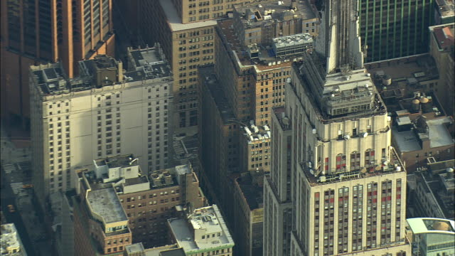 aerial cu zo ws empire state building and manhattan west side / new york city, new york, usa - empire state building video stock e b–roll