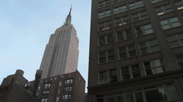 ws la empire state building and office building / new york city, new york, usa - empire state building stock videos & royalty-free footage