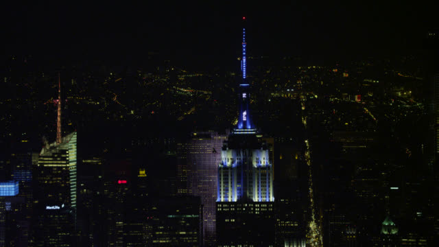 'WS AERIAL ZI Empire State building in city / New York City, United States'