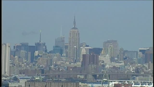 stockvideo's en b-roll-footage met empire state building manhattan new york city empire state building on january 01 2010 - salmini