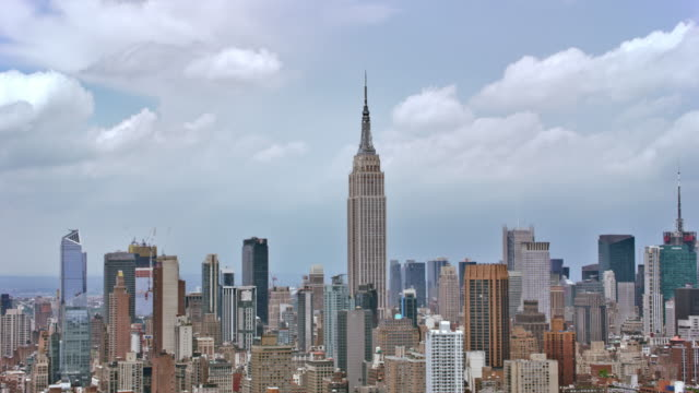 aerial empire state building with manhattan - empire state building video stock e b–roll