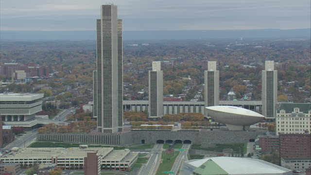 vídeos de stock, filmes e b-roll de aerial empire state plaza / albany, new york, united states - edifício do governo local