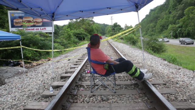 employee of blackjewel mine sitting on train tracks in cumberland kentucky us on friday august 2 2019 - streik stock-videos und b-roll-filmmaterial