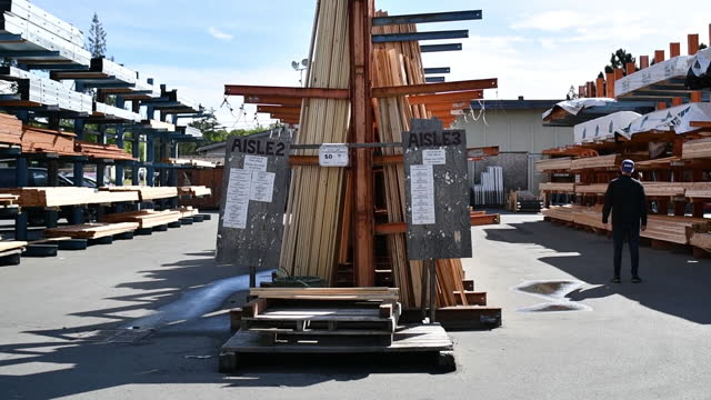 employees and stacks of timber at lumberworld in victoria, bc, canada on friday, may 7, 21021. lumberworld is one of the larger lumber and wood... - timber yard stock videos & royalty-free footage