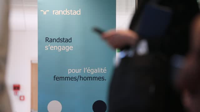 stockvideo's en b-roll-footage met employees attend a meeting, in the background an information panel for gender equality on december 4 in saint-denis, france. dutch multinational... - rubriekadvertentie