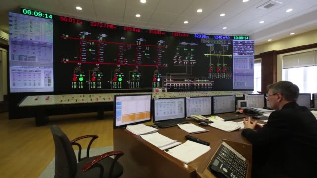 employees monitor display screens in the control room at the sayanoshushenskaya hydropower station operated by oao rushydro near sayanogorsk russia... - energia idroelettrica video stock e b–roll