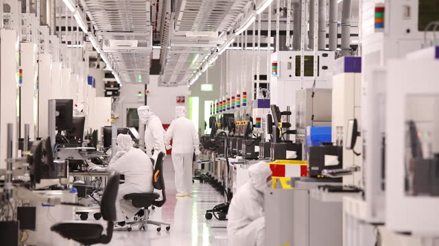 employees of globalfoundries inc. in dresden, during production of semiconductors. the eu outlined a goal last year to produce at least one-fifth of... - 半導体点の映像素材/bロール