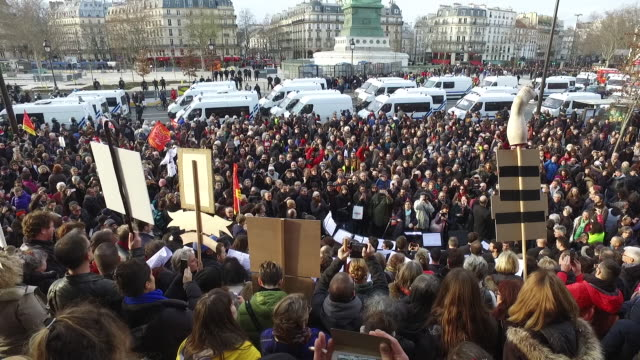 employees of the paris opera and artists demonstrate in front of the opera de bastille against the proposed reforms to the pension system during the... - 年金点の映像素材/bロール