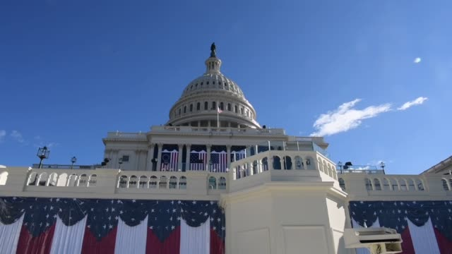 employees prepare the inaugural platform as well as onlookers on the west front of the us capitol in washington dc us on wednesday jan 18 2017 shots... - u bahnsteig stock-videos und b-roll-filmmaterial