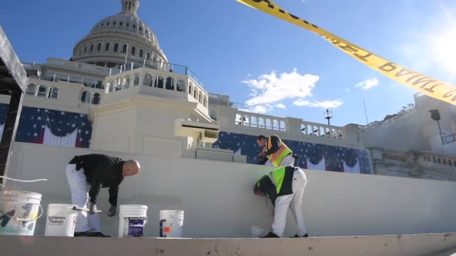 employees prepare the inaugural platform on the west front of the us capitol in washington dc us on wednesday jan 18 2017 shots high angle shots of... - u bahnsteig stock-videos und b-roll-filmmaterial