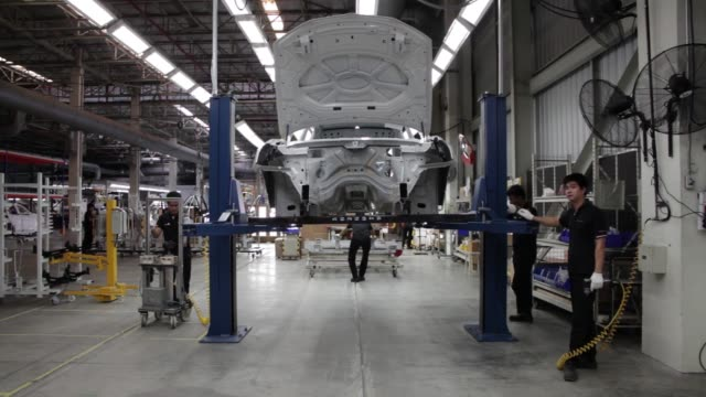 employees prepare to assemble the doors of a bmw ag x3 vehicle at a bmw manufacturing plant in pluak daeng rayong province thailand on tuesday may 3... - sportschützer stock-videos und b-roll-filmmaterial
