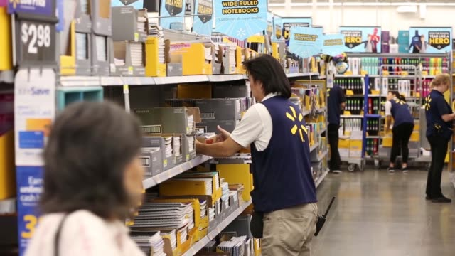vídeos y material grabado en eventos de stock de employees stock the shelves to prepare for a back to school sale at a wal-mart stores inc. location in burbank, ca on november 22, 2016.... - material escolar
