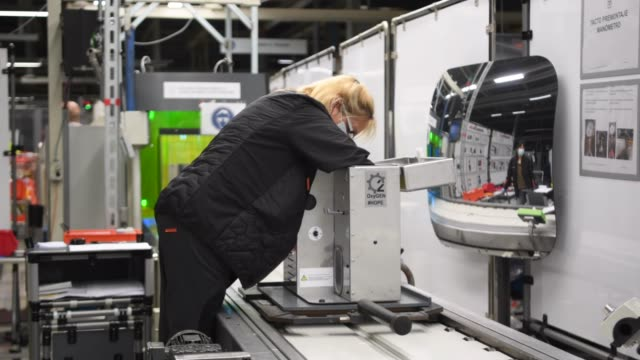 employees work on the production line making a new medical ventilator named 'oxygen' at the spanish car maker's martorell factory on april 07, 2020... - household equipment stock videos & royalty-free footage