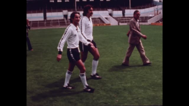 employment of foreign players itn london tottenham out from spurs fc cockeral to team at photocall including new players osvaldo ardiles and ricardo... - tottenham hotspur f.c stock videos & royalty-free footage
