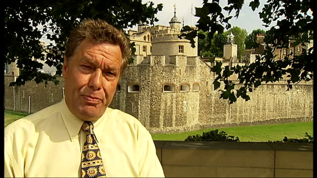 stockvideo's en b-roll-footage met employment tribunal of former tower of london governor claiming unfair dismissal; reporter to camera - ongerechtigheid