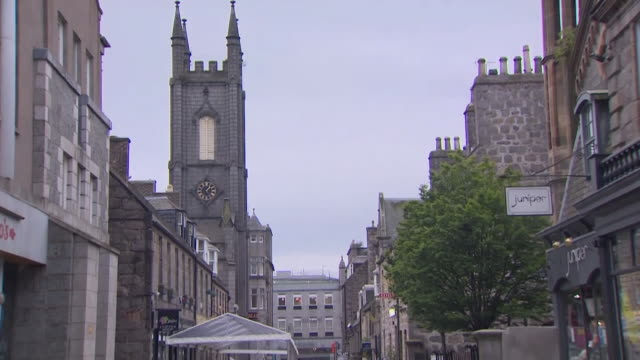 empty aberdeen streets after the city goes into a local lockdown after a spike in coronavirus cases - aberdeen schottland stock-videos und b-roll-filmmaterial