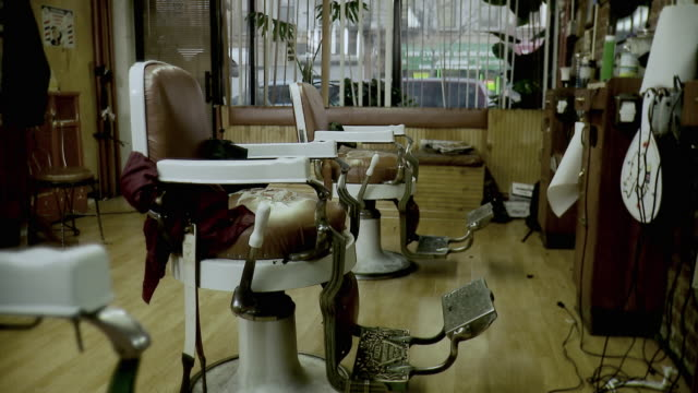 ms empty barbershop, brooklyn, new york city, new york state, usa - barber stock videos & royalty-free footage