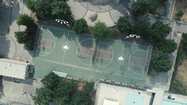 empty basketball court coronavirus quarantine the bronx new york city - stabilimento sportivo video stock e b–roll
