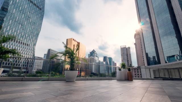 leere Ziegelboden in Midtown von Guangzhou in Wolke Himmel. Timelapse