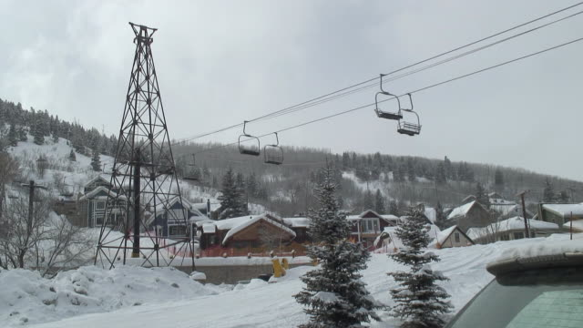 ws empty chairlift from base of mountain / park city, utah, usa - park city utah video stock e b–roll