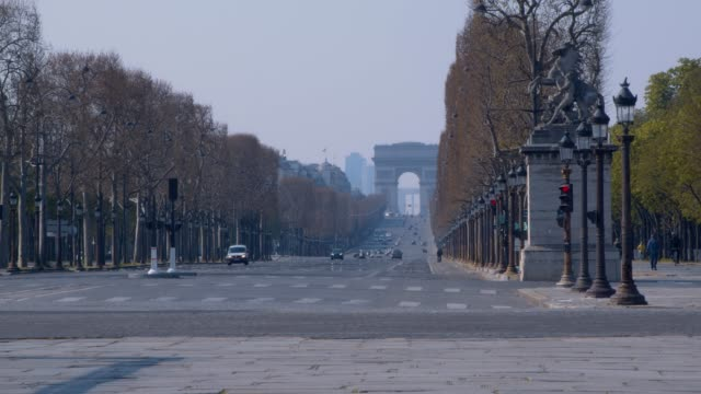 empty champs-elysees avenue in paris france - quarantena video stock e b–roll