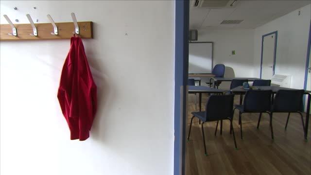 vidéos et rushes de empty classroom in a school - niveau collège lycée