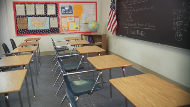 ms, pan, empty classroom, richmond, virginia, usa - klassenzimmer stock-videos und b-roll-filmmaterial