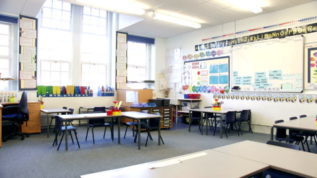 empty classroom - elementary school stock videos & royalty-free footage