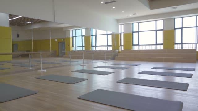 empty dance classroom in school - dance studio stock videos & royalty-free footage