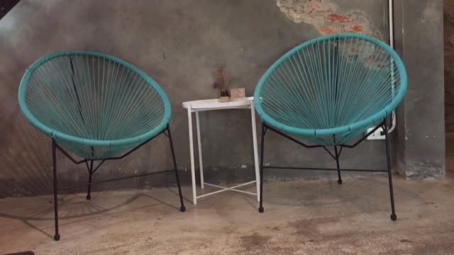 empty decorated table in coffee shop - coffee table stock videos & royalty-free footage