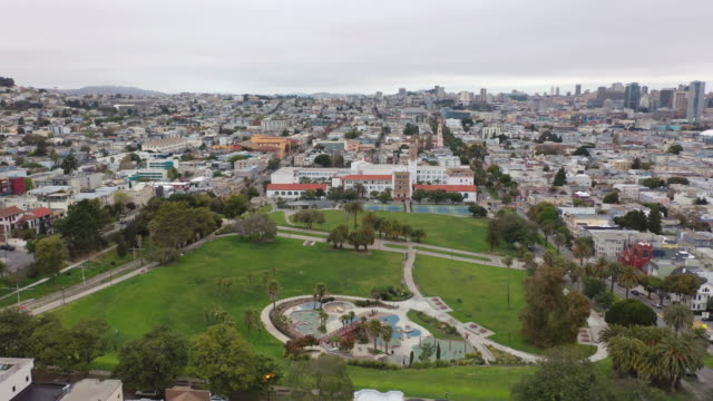 empty dolores park in san francisco during covid-19 pandemic - san francisco bay area stock videos & royalty-free footage
