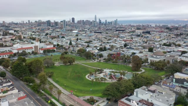 empty dolores park in san francisco during covid-19 pandemic - dutcheraerials covid stock videos & royalty-free footage