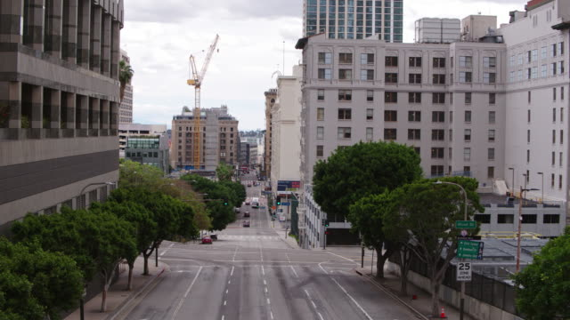 empty downtown los angeles street during the covid-19 pandemic - abandoned stock videos & royalty-free footage