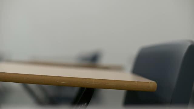 empty exam desks - 考試 個影片檔及 b 捲影像