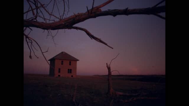 empty farmhouse at sunset - farmhouse stock videos & royalty-free footage