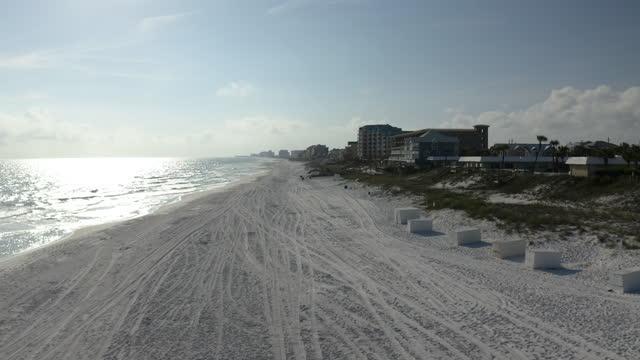 empty florida beaches aerial - シーグラス点の映像素材/bロール