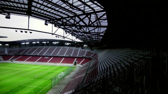vídeos de stock, filmes e b-roll de estádio de futebol vazio - estádio
