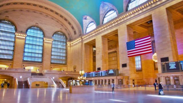 vídeos y material grabado en eventos de stock de gran terminal central vacía. mañana - estación edificio de transporte