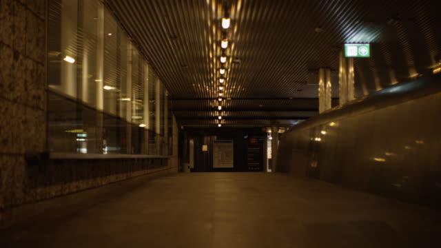 vídeos de stock e filmes b-roll de empty hallway in the city centre - europe