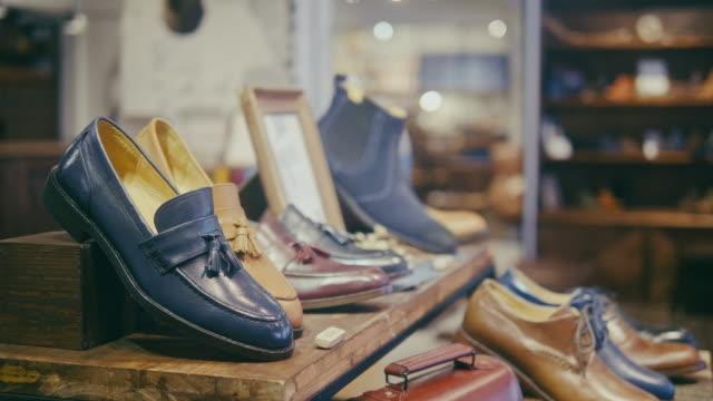 vídeos de stock e filmes b-roll de empty high quality shoe shop for men in taipei - prateleira mobília