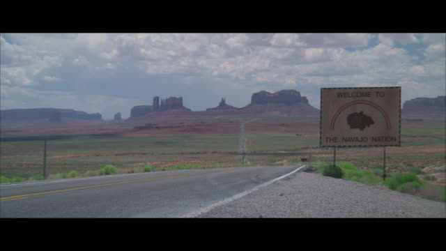 WS, Empty highway, sign Welcome to Navajo Nation, Arizona, USA