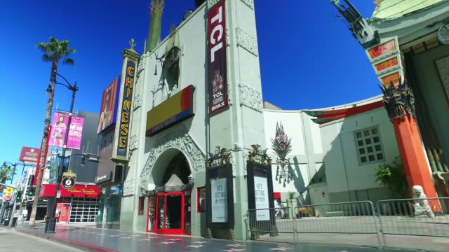 vídeos de stock e filmes b-roll de empty hollywood boulevard and walk of fame during coronavirus covid-19 pandemic outbreak in los angeles california, 4k - the dolby theatre