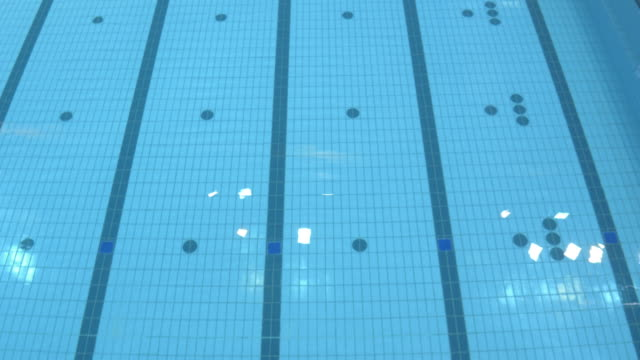 stockvideo's en b-roll-footage met aerial empty large indoor swimming pool - betegelde vloer