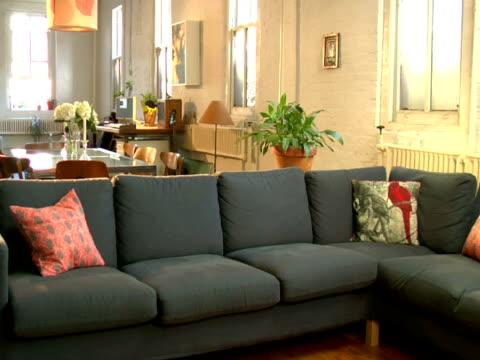 MS, Empty living room