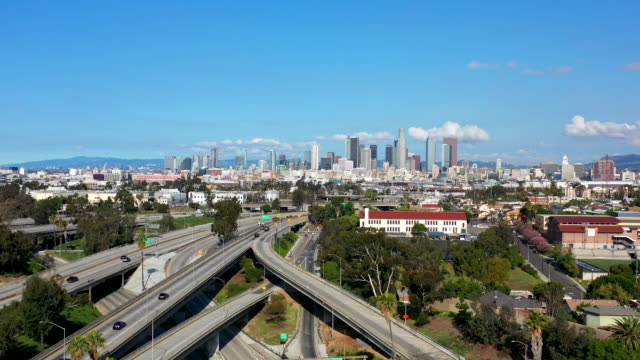 empty los angeles freeways during coronavirus pandemic - economia video stock e b–roll